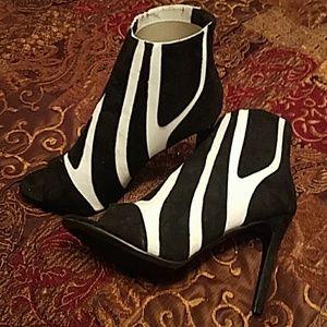 Black White  Print Heels